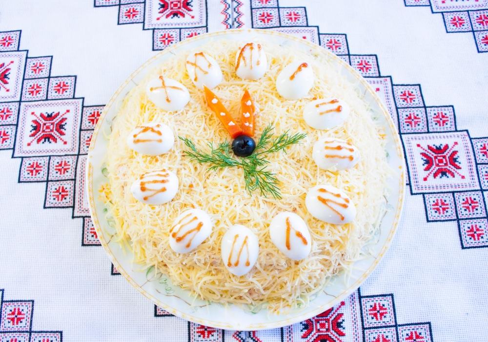 Салат мимоза новогодние часы