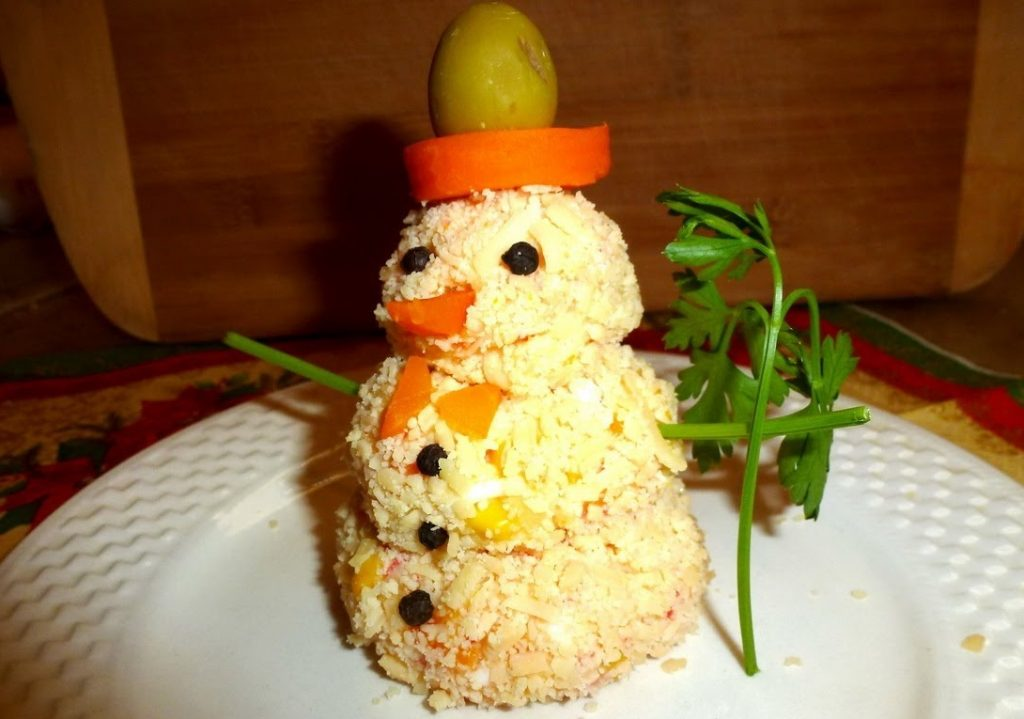 Снеговик из салата своими руками на новый Год