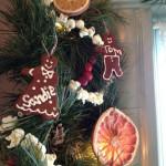Фото 30: Украшение елочки печеньем и фруктами