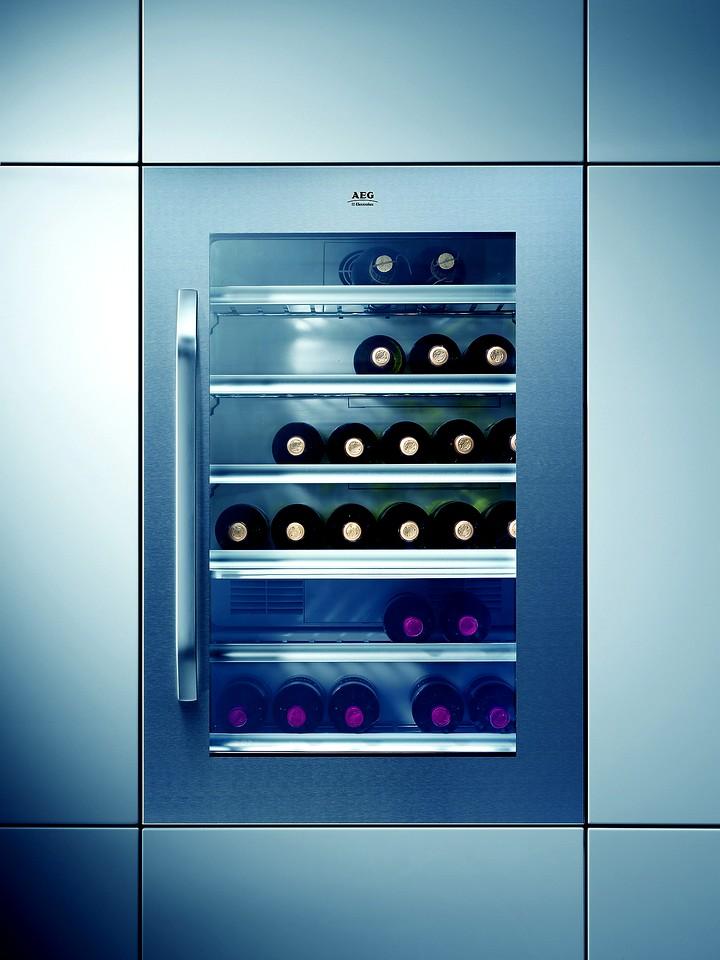 Встроенный-винный-холодильник.