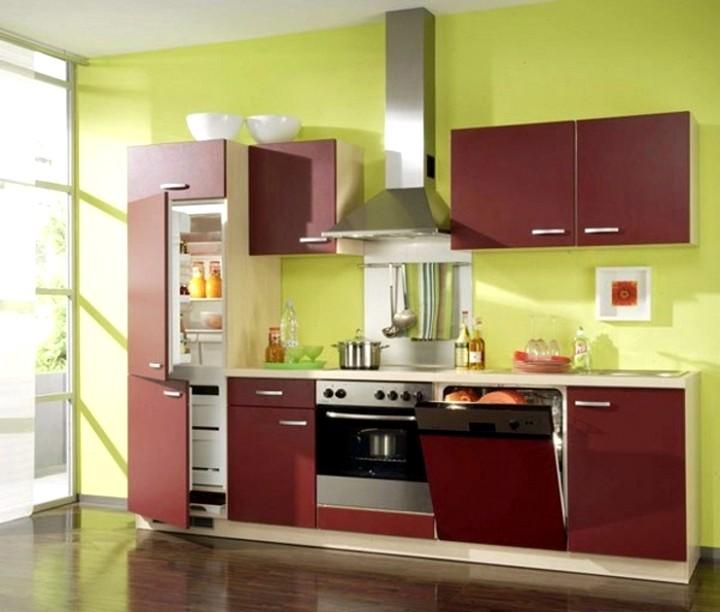 Встроенный холодильник на кухне
