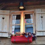 Фото 51: Внешнее новогоднее украшение окна