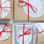 Фото 35: Декор упаковки ажурной салфеткой