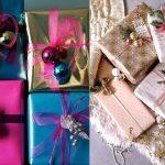 Фото 29: Новогодний декор упаковки елочными шариками