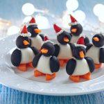 Фото 40: Канапе в виде пингвинов в шапочках