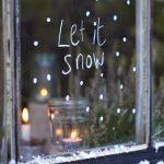 Фото 55: Украшение новогоднего окна надписями