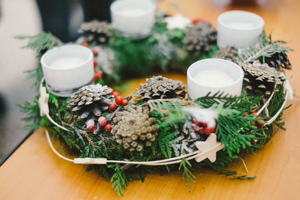 Настольный рождественский венок со свечами