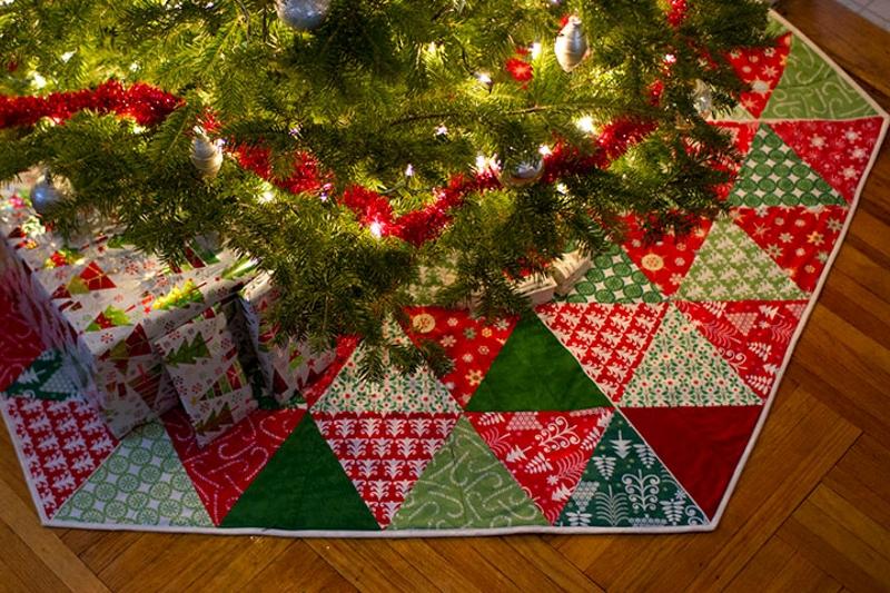 Новогодний коврик для елки в стиле пэчворк