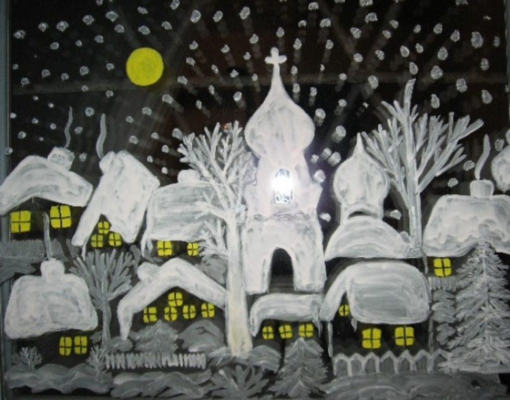 Новогоднее окно с росписью вечером