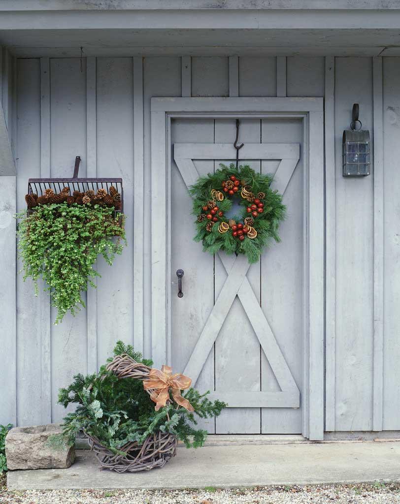 Рождественский венок на входную дверь