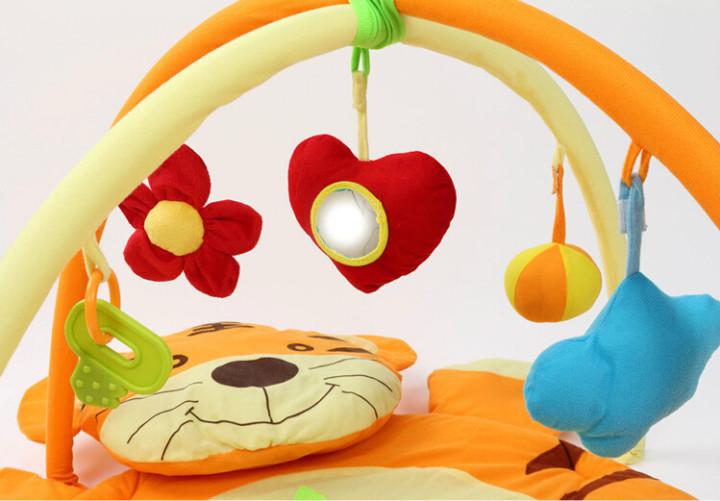 Развивающий коврик - отличная игрушка для малышей