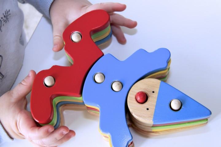 Интересные деревянные игрушки понравятся любому ребенку