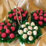 Фото 76: Бекуты из конфет и гофрированной бумаги в корзинках