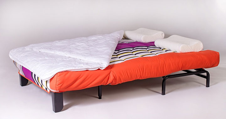 Комфортная кровать из дивана