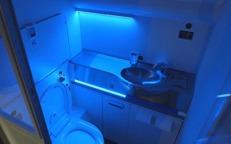 Установка кварцевой лампы в туалете