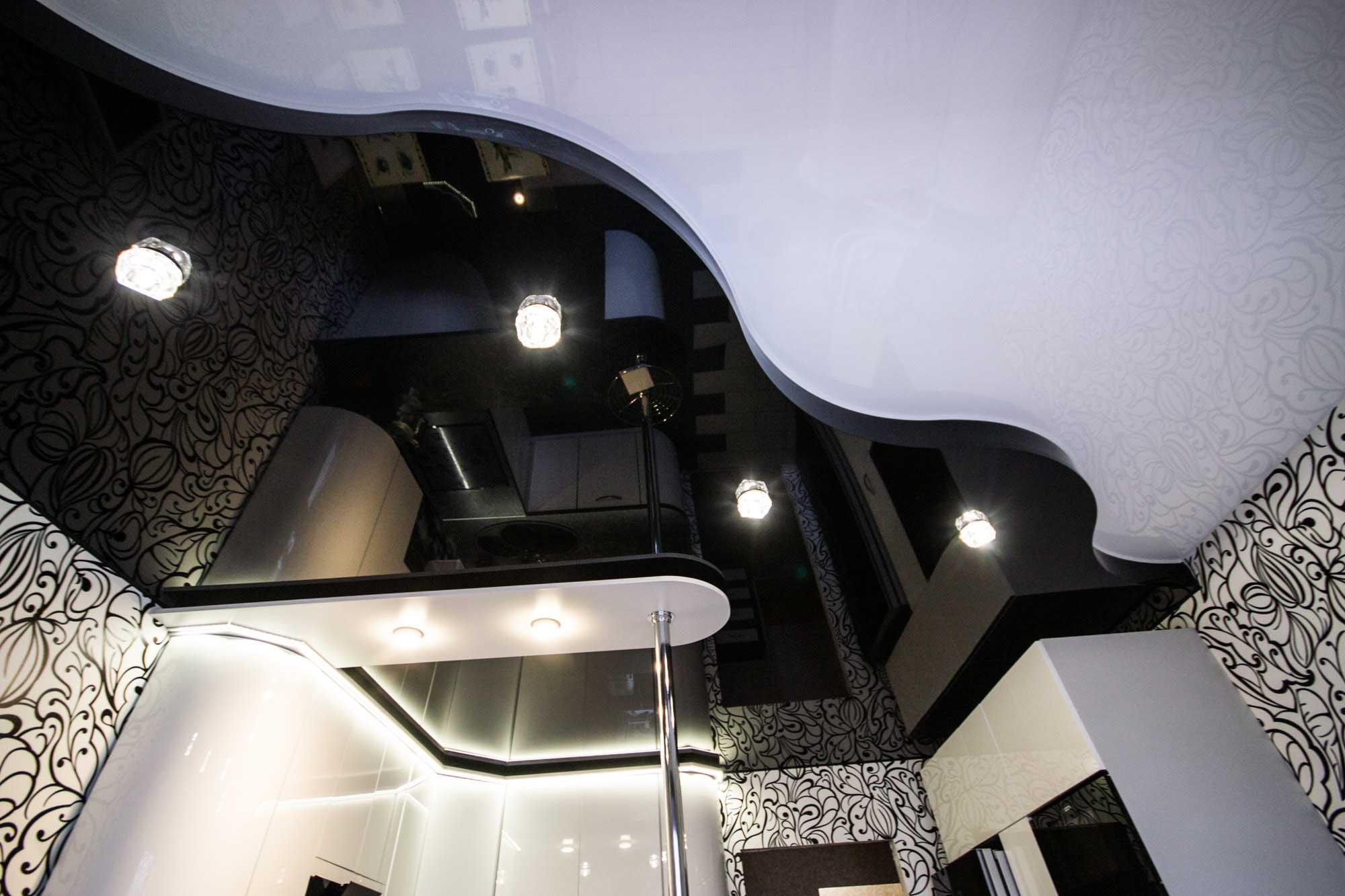 комбинированный потолок из гипсокартона и пленки