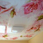Фото 68: Цветочный принт натяжного потолка