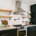 Фото 42: Стандартная вытяжка на кухне