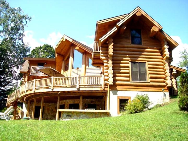 Дом из бруса с балконом (2)