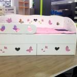 Фото 25: Кровать-диван для девочки Брусника с бортиком и ящикам