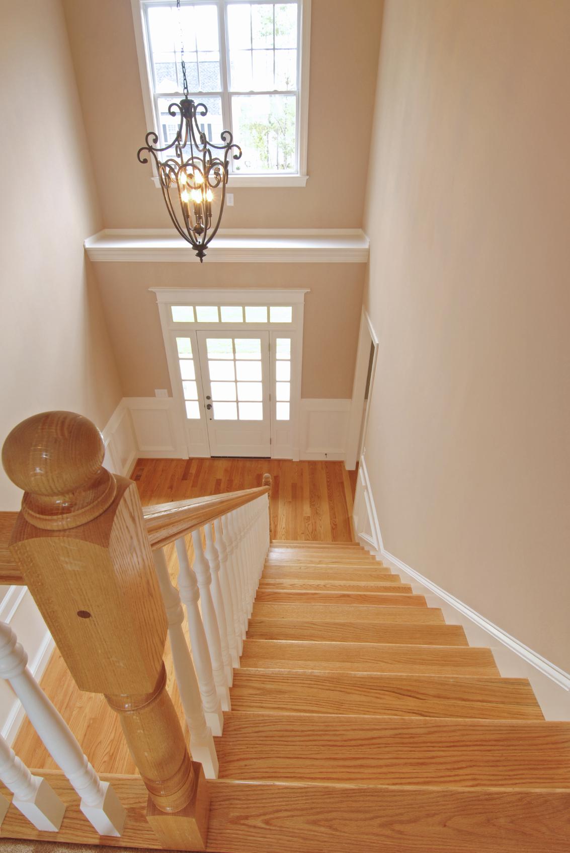 Лестница на второй этаж из дуба