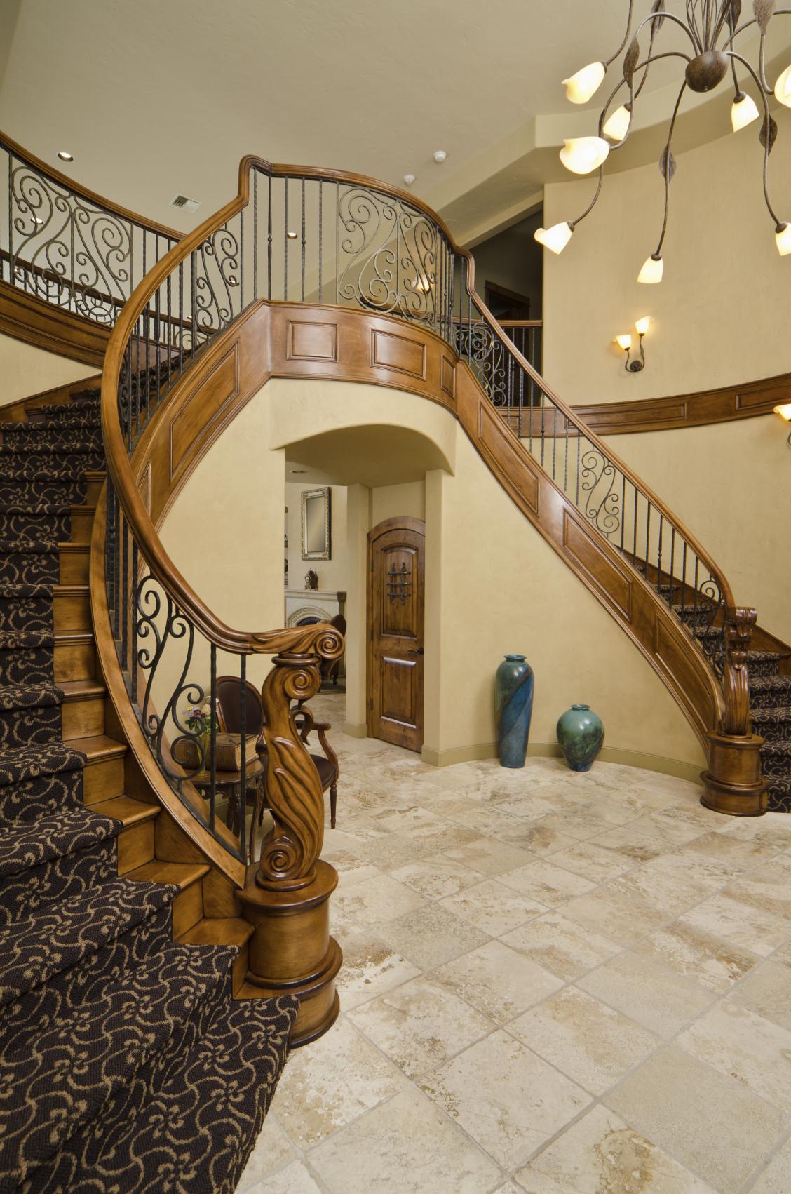 Лестница на второй этаж классическая