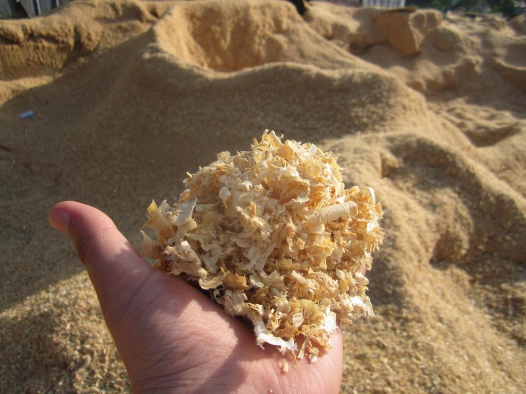 Опилки для удобрения почвы
