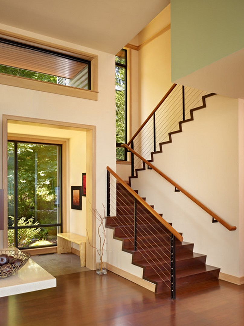 Современная лестница на второй этаж