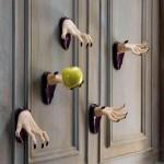 Фото 9: Жуткие руки из стен