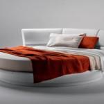 Фото 11: Круглая двуспальная кровать