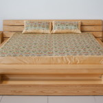 Фото 2: Сосна в основе кровати