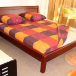 Фото 26: Яркая двуспальная кровать