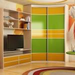 Фото 27: Яркий шкаф угловой в детскую
