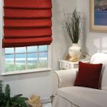 Фото 4: Красные римские шторы в гостиной