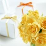 Фото 5: Цветы с подарком
