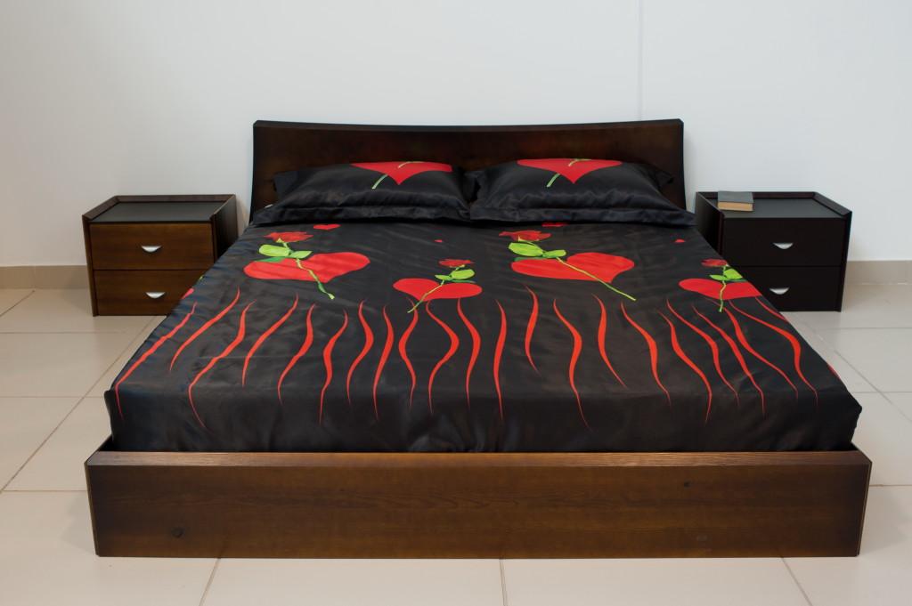 Дизайн кровати из сосны