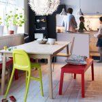Фото 43: Простой деревянный стол для современной кухни