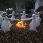 Фото 47: Дворовая композиция с привидениями
