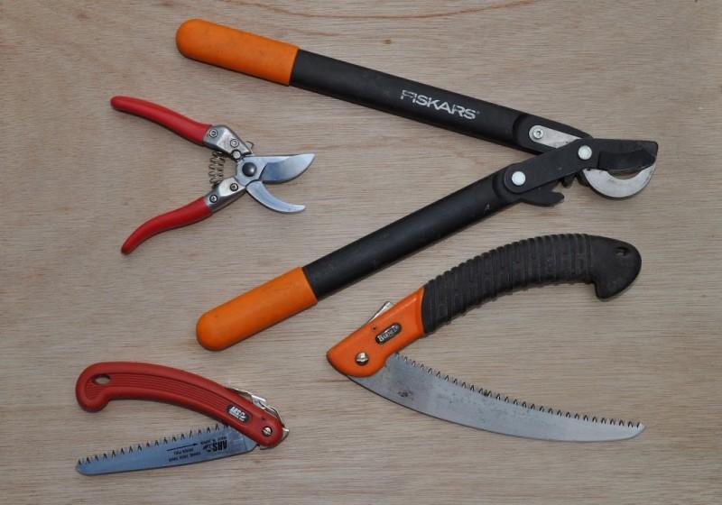 Инструменты для обрезки веток