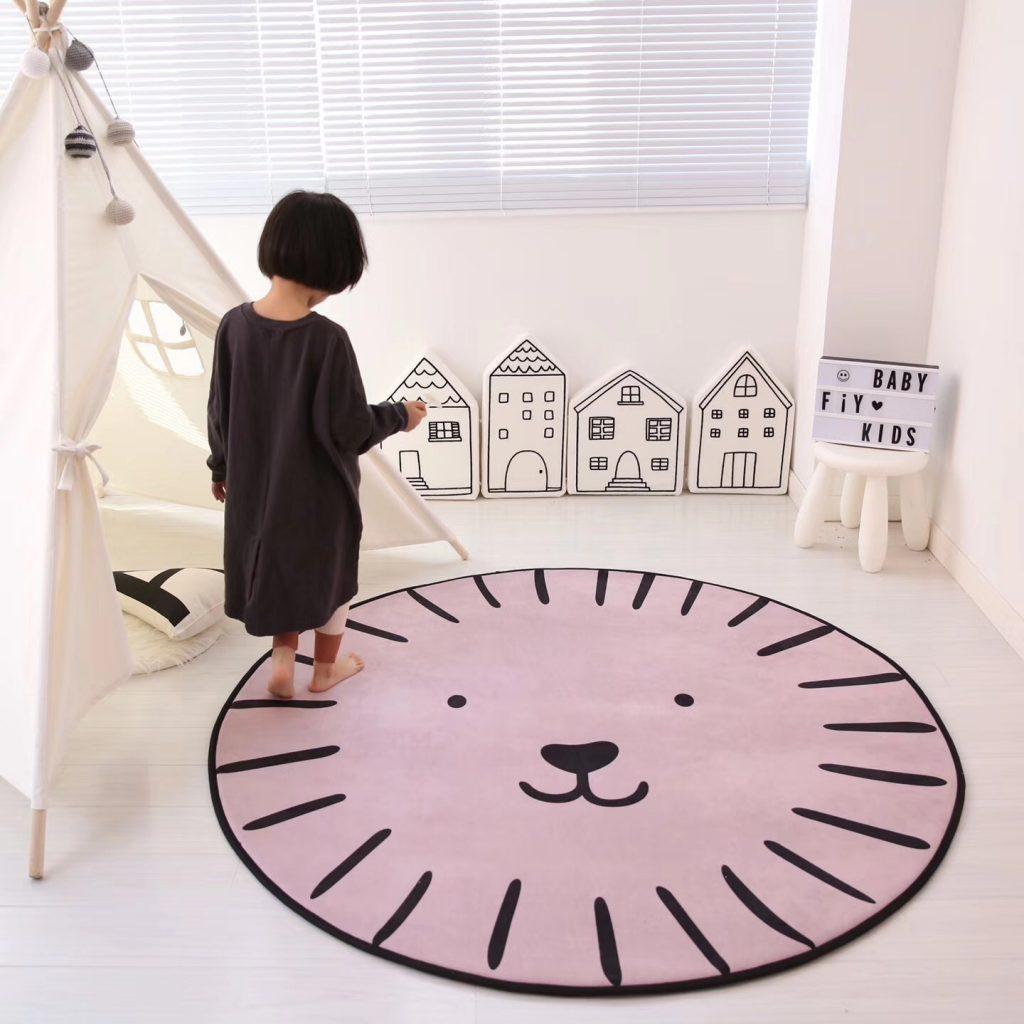 Круглый коврик в детской