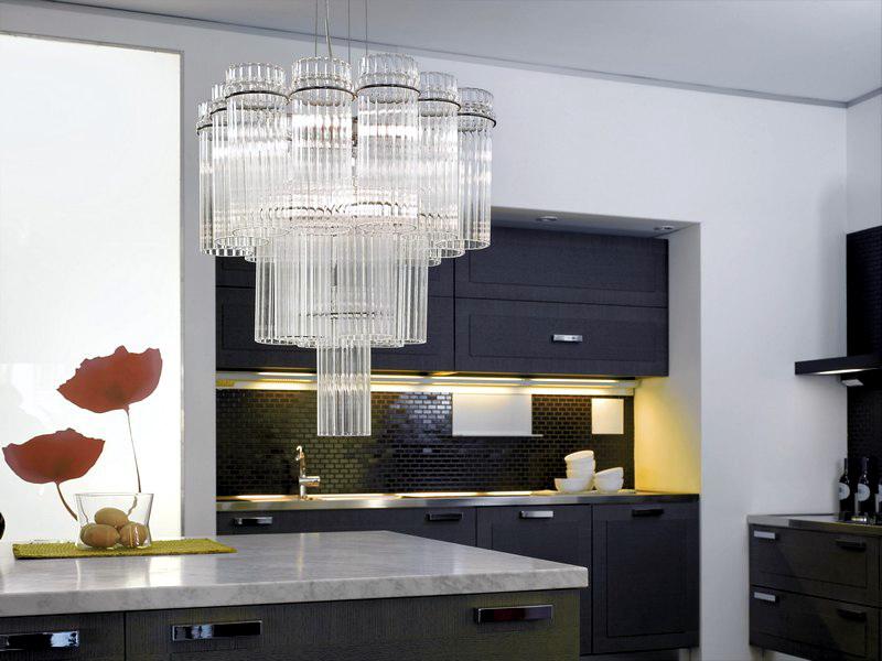 Пластиковая люстра на кухню