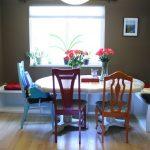 Фото 67: Кухонный уголок из ящиков и разных стульев