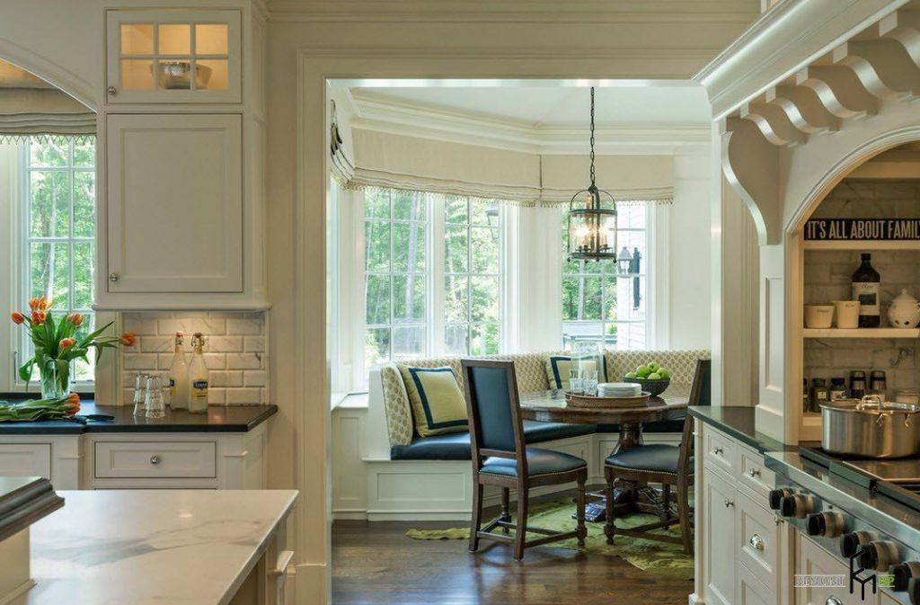 Кухонный уголок в эркере