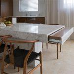 Фото 58: Каменная столешница-стол на кухне
