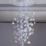 Фото 63: Люстра из пластиковых подвесных чашек