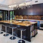 Фото 59: Стеклянная люстра водопад для кухни