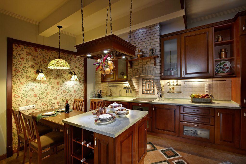 Деревянная люстра на кухне