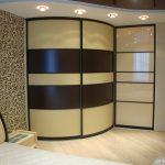 Фото 36: Выпуклый радиальный угловой шкаф