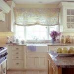 Фото 62: Римские шторы прованс на кухне