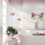 Фото 38: Плитка с цветочным рисунком в ванной